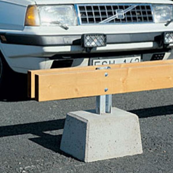 Parkeringsräcken   Parkeringsräcke dubbelt fristående med betongfot